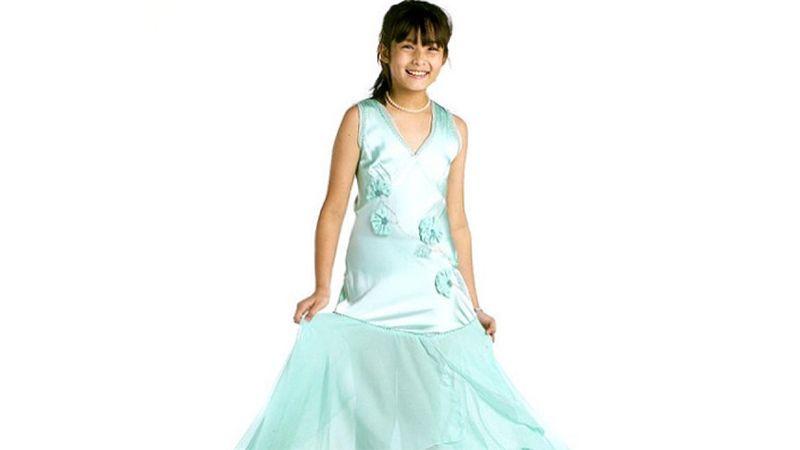 Foto Foto Chelsea Islan - Chelsea Kecil Memakai Gaun