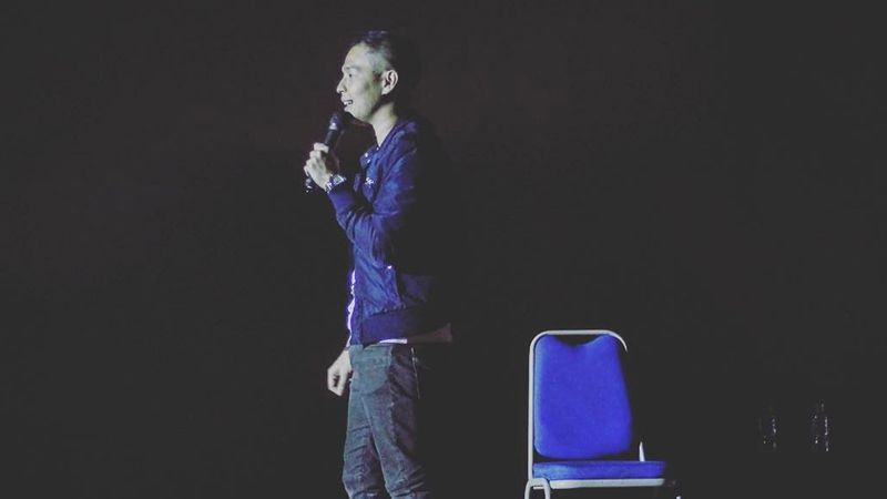 Profil Ernest Prakasa - Tur Stand Up