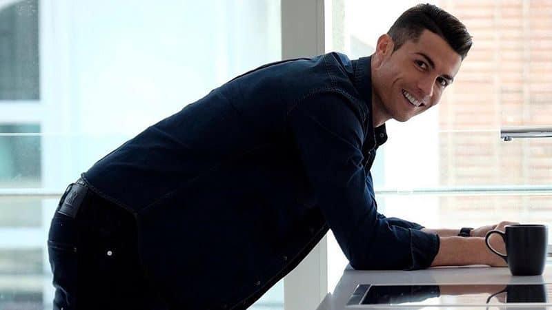 Biodata Cristiano Ronaldo lengkap - Senyum Cristiano