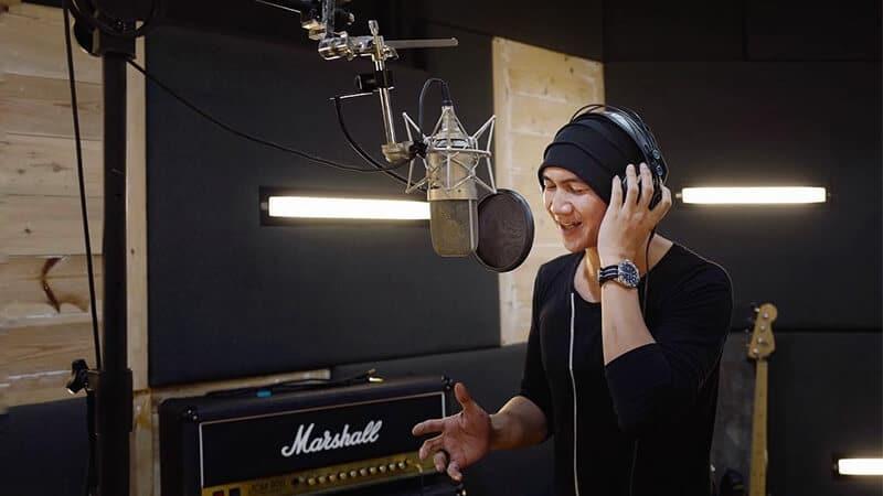 Biodata Anji Manji - Anji di Studio Rekaman
