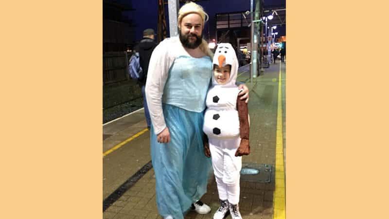 Kumpulan gambar lucu banget - Bapak berkostum Frozen