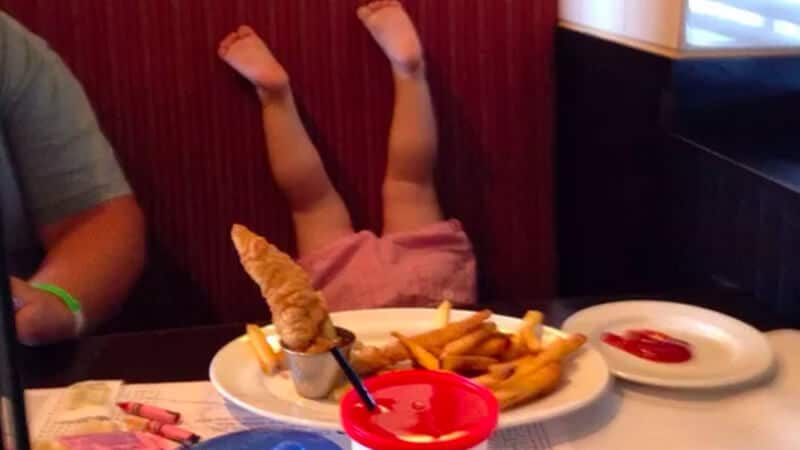 Foto foto bayi lucu - Duduk terbalik