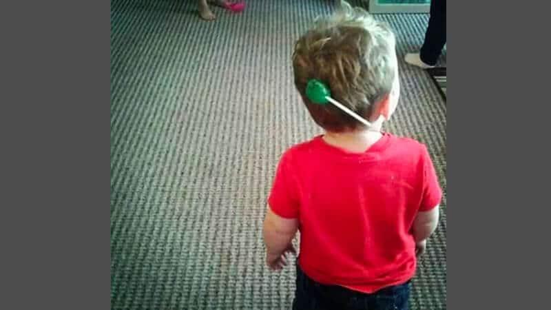 Foto foto bayi lucu - Permen nempel di rambut