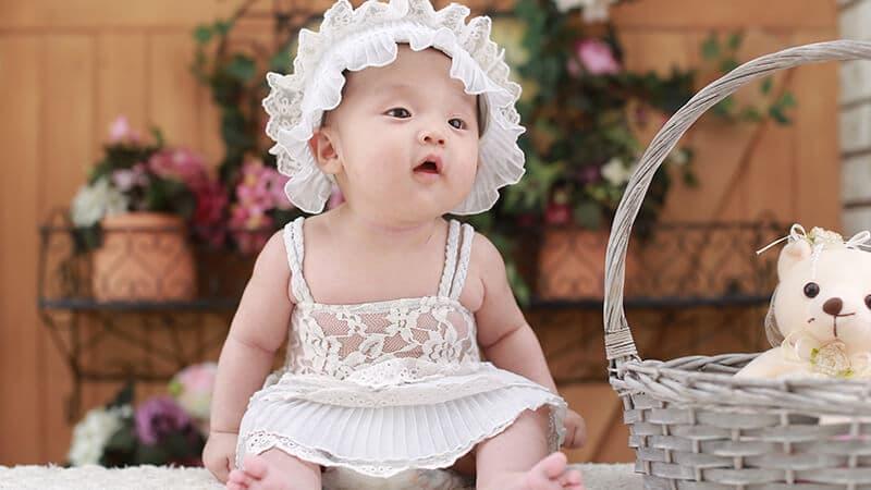 Foto foto bayi lucu - Bayi memakai topi