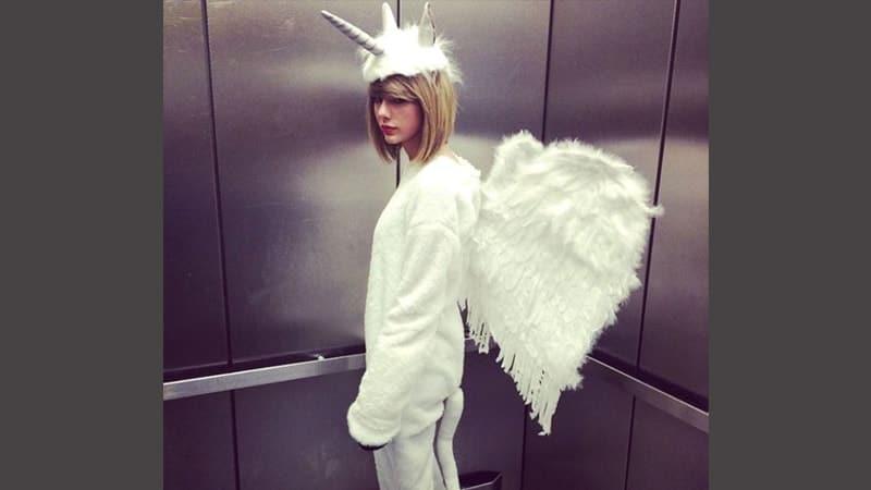 Foto foto artis lucu - Taylor Swift