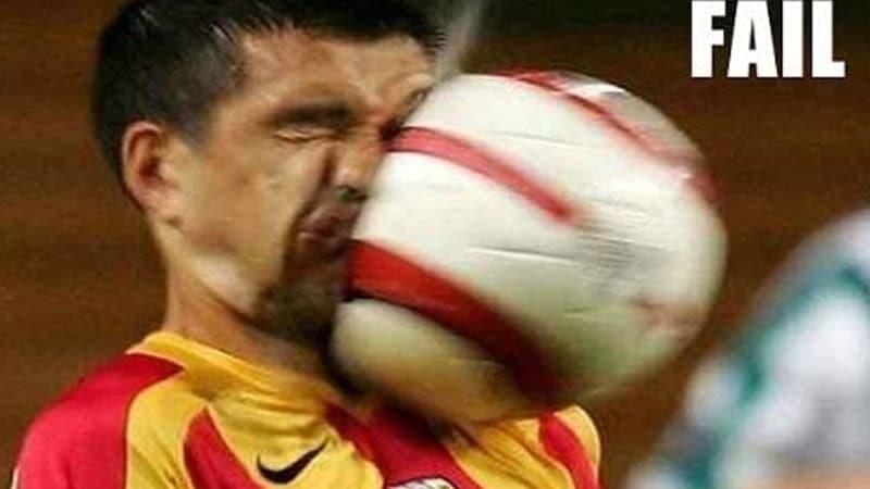 Foto Foto Lucu Banget Bikin Ngakak - Muka Kena Bola