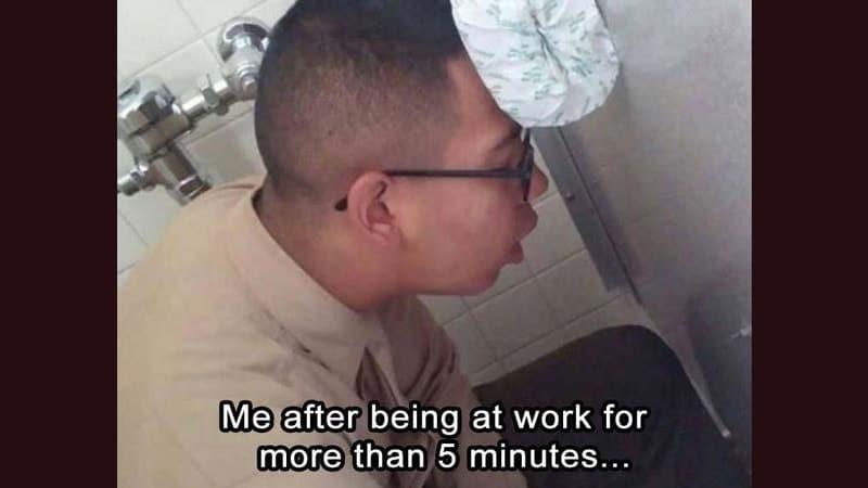 Foto Foto Lucu Banget Bikin Ngakak - Tidur di Toilet