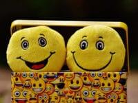 Cerita Lucu Banget Bikin Ngakak Abis - Emoji