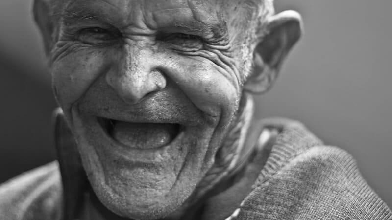 Kumpulan meme lucu banget - Kakek tertawa