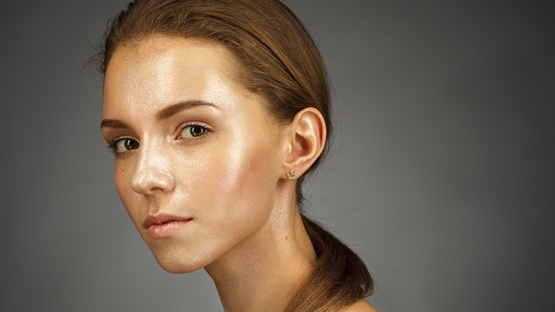 Cara merawat wajah berminyak - Wajah perempuan