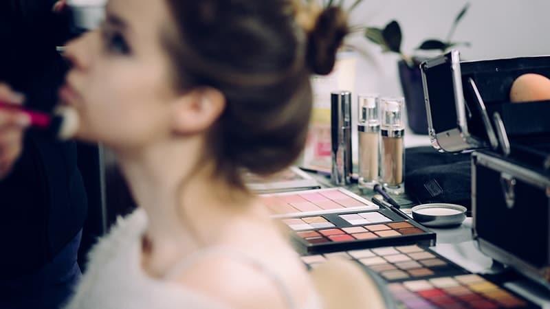 Tutorial Make Up Natural - Cewek Menggunakan Make Up