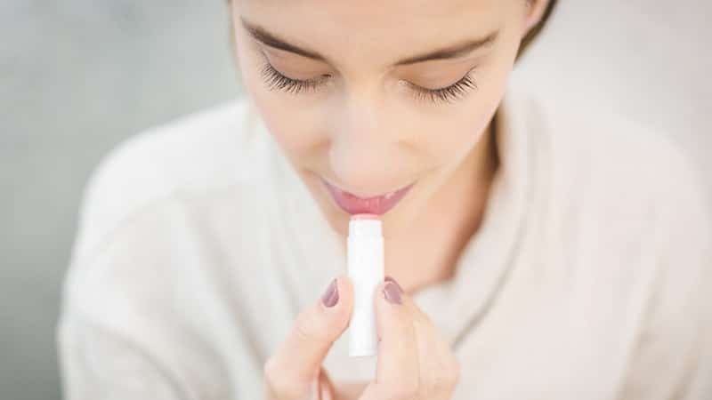 Tutorial Make Up Natural - Cewek Menggunakan Lip Balm
