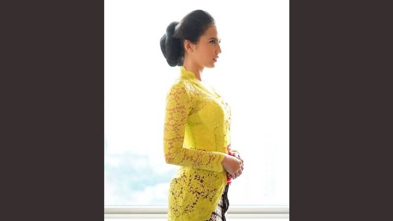 Model model kebaya modern - Pevita Pearce