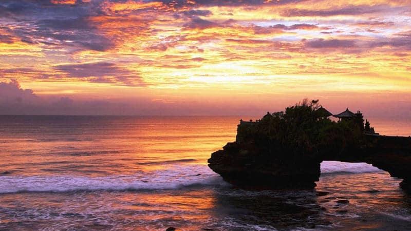 Tempat wisata Tanah Lot Bali - Pura Batu Bolong