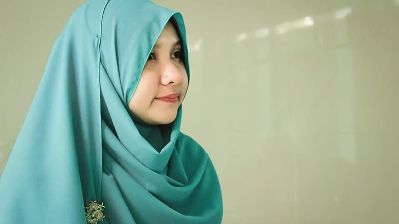 Model Baju Gamis Batik - Perempuan Berjilbab