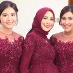 Aneka Model Kebaya Brokat - Kebaya Brokat Merah Marun
