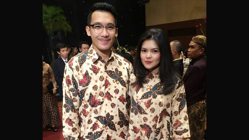 Model baju batik couple modis - Sarimbit anak muda