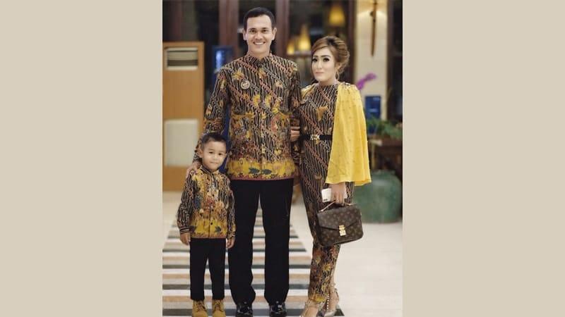 Model baju batik couple modis - Sarimbit keluarga