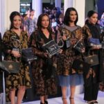 Model dress batik elegan - Gaun artis