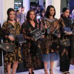 Model dress batik elegan - Gaun artis
