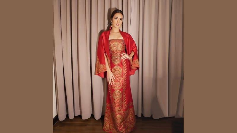 Model Dress Batik Elegan Dan Unik Dari Artis Indonesia