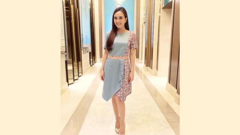 Model dress batik elegan - Shandy Aulia