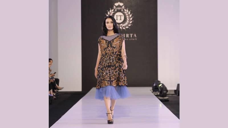 Model dress batik elegan - Atiqah Hasiholan