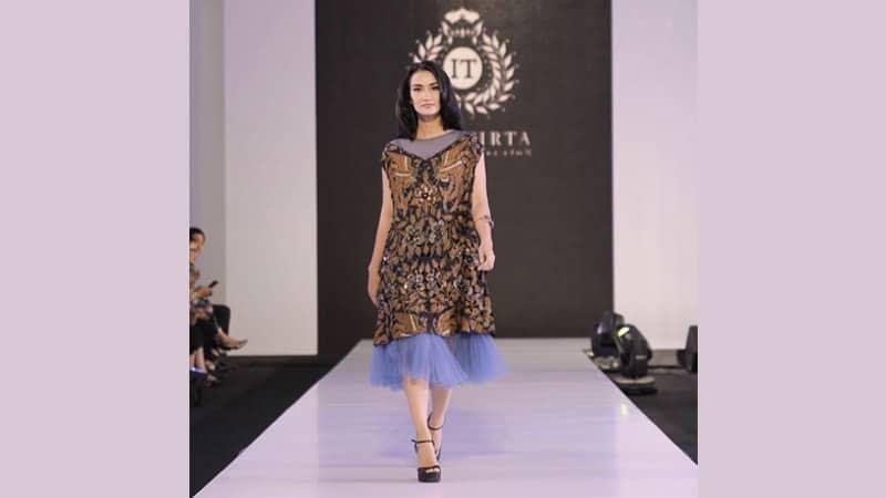Model dress batik elegan - Atiqah Hasiholan