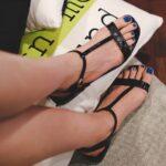 Model Sepatu Sandal Wanita - Sepatu Sandal T-Strap Hitam