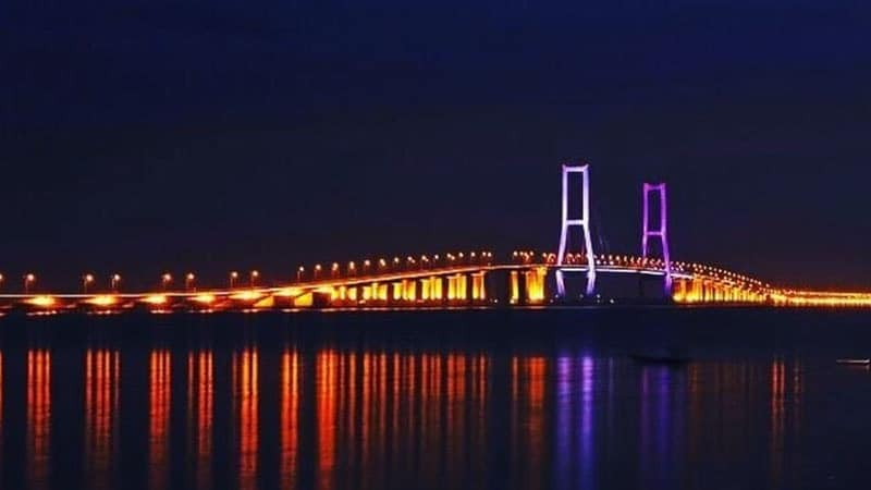 Wisata Jembatan Suramadu Surabaya - Suramadu Malam Hari