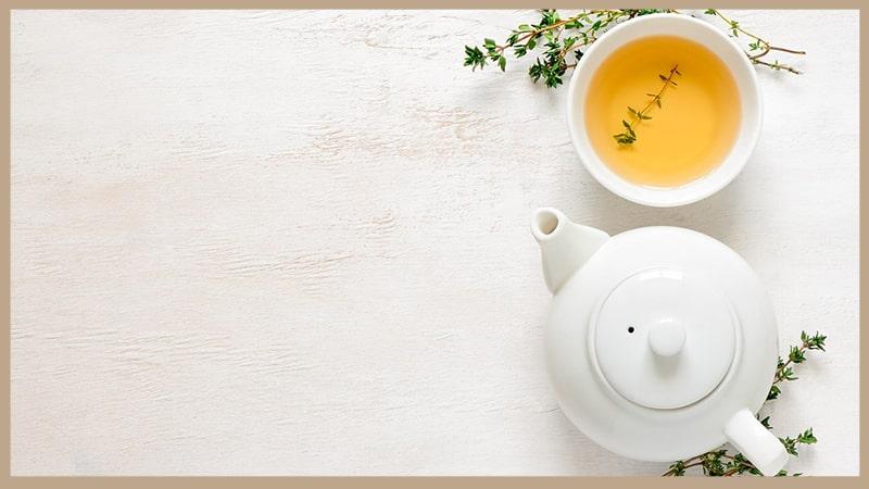 Manfaat Minum Teh - Teh dan Teko Warna Putih