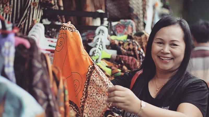 Wisata Malioboro Jogja - Wanita Belanja