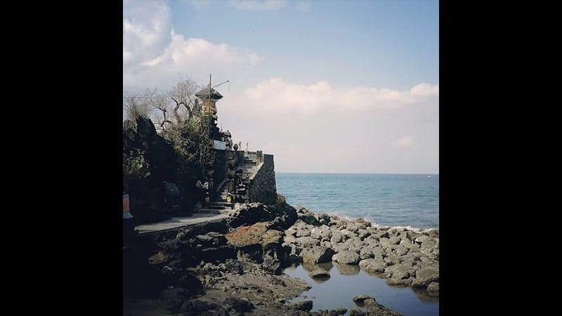wisata pantai senggigi lombok - pura batu bolong