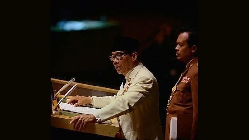 Profil dan Biodata Ir. Soekarno - Presiden Soekarno Berpidato