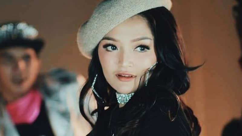 Lirik Lagu Lagi Syantik - Siti Badriah