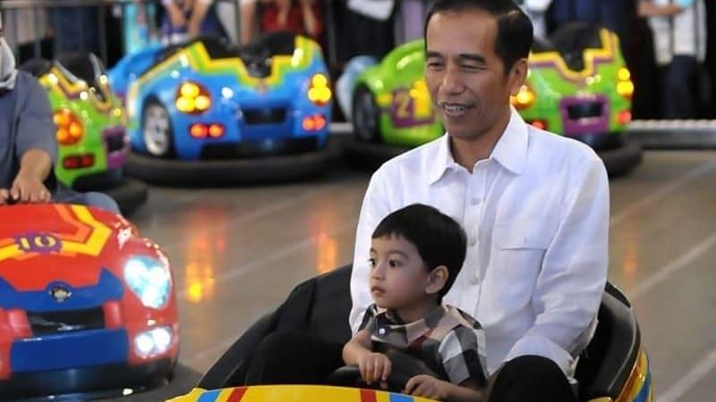 Biografi Jokowi Lengkap - Jokowi dan Jan Ethes