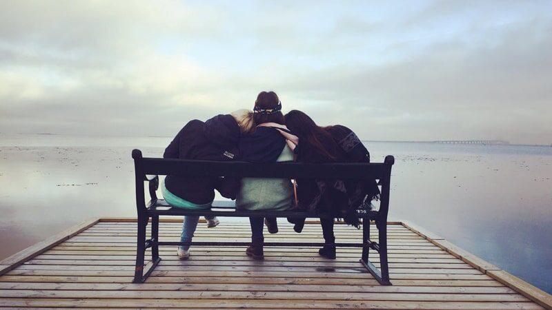 Contoh Cerpen Persahabatan Sejati - Tiga Sahabat