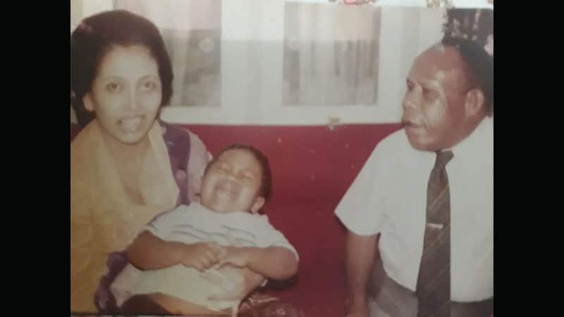 Biografi Frans Kaisiepo - Frans Kaisiepo Dengan Istri dan Anaknya
