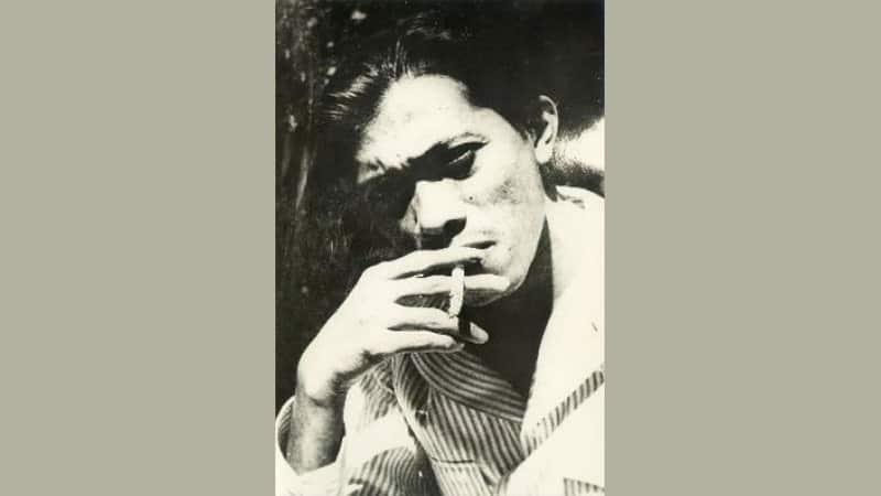 Biografi Chairil Anwar - Chairil Anwar Merokok