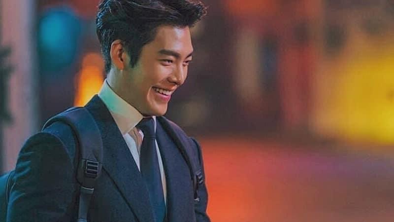 Biodata Kim Woo Bin - Berseragam Sekolah