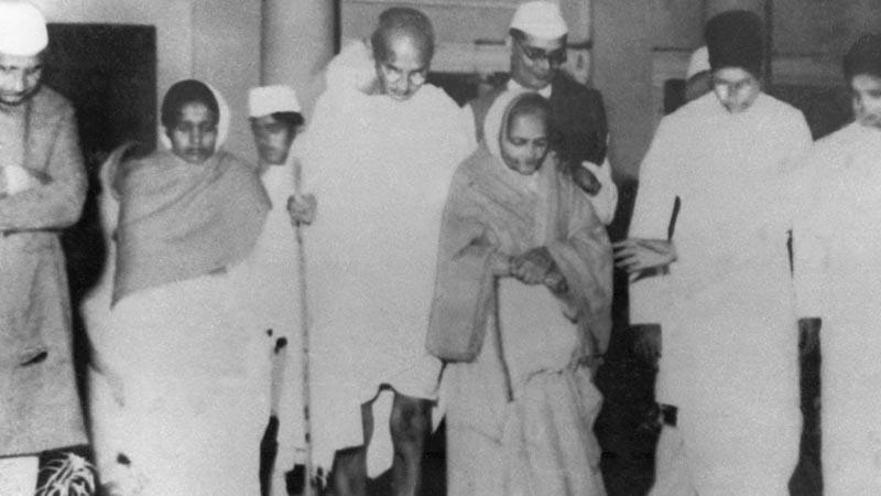 Mahatma Gandhi Berjalan