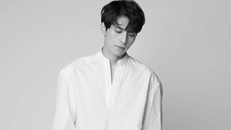 Biodata Lee Dong Wook - Foto Hitam Putih