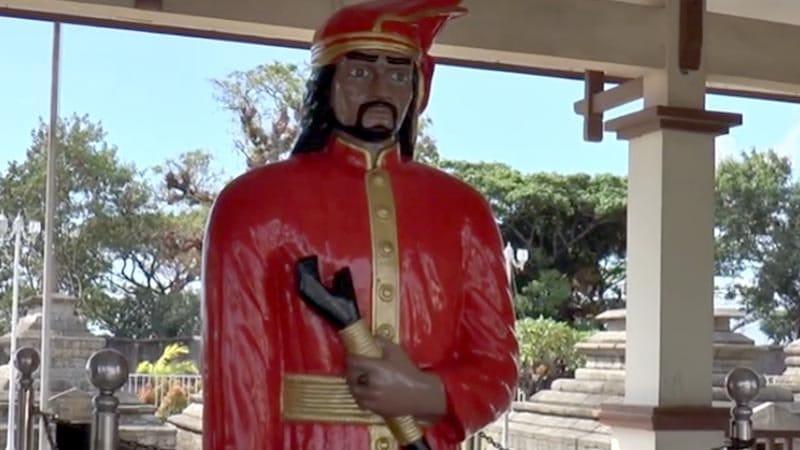 biografi sultan hasanuddin - patung