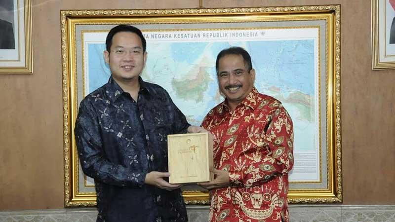 Biografi Ferry Unardi Pendiri Traveloka - Mendapat Penghargaan