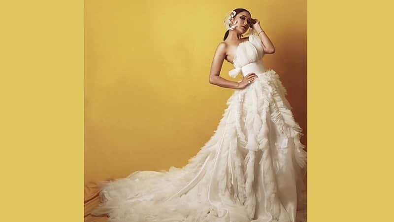 Foto-Foto Ayu Ting Ting - Dress Bulu Putih