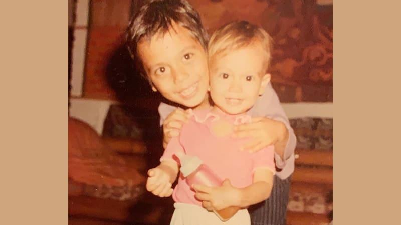 Foto-Foto Luna Maya - Bersama Kakaknya, Tipi Jabrik