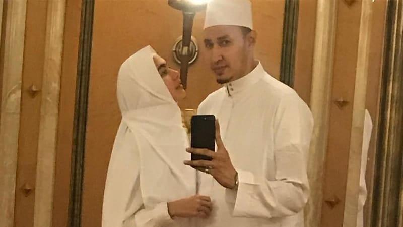 Foto-Foto Kartika Putri - Selfie Bersama