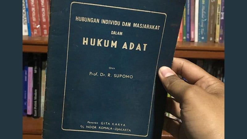 Buku Hukum Adat