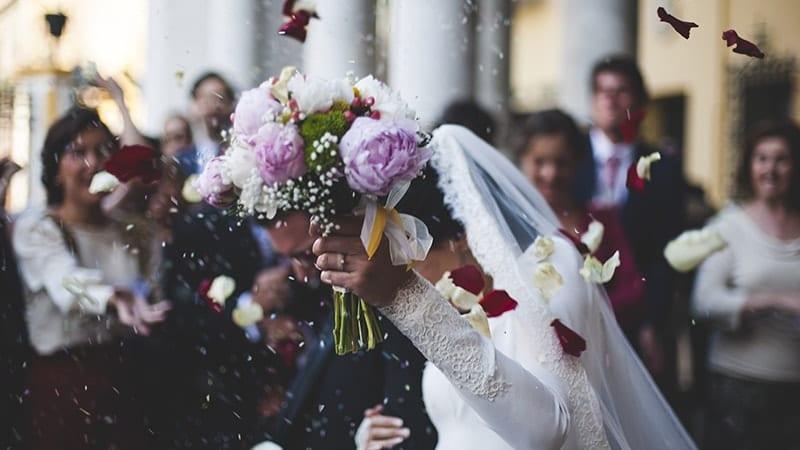 Kata-Kata Ucapan Selamat untuk Pernikahan - Buket Bunga