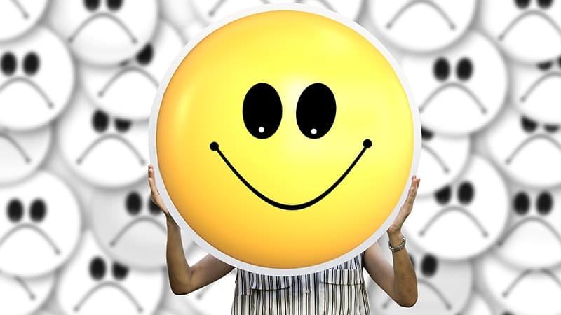 Kata Bijak Tentang Senyum - Stiker Senyum